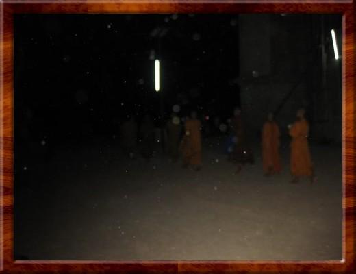024 WALKING AROUND THE BIG BUDDHA WITH THE MONKS