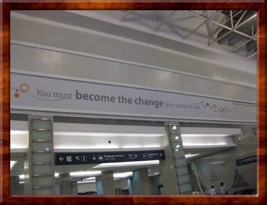 028 SIGN AT MUMBAI AIRPORT