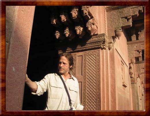 036 David examining doorway at Fort Agra, Agra, India